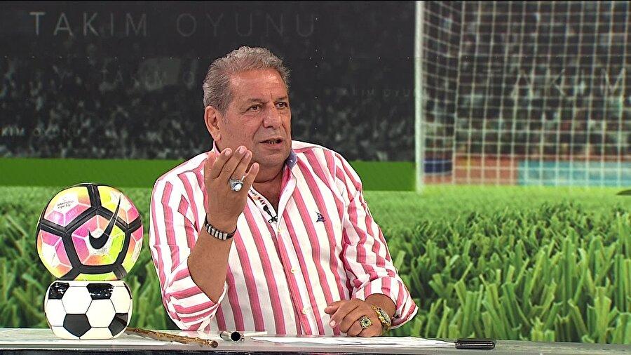 Erman Toroğlu: Ankaragücülü oyuncunun bir burnunun kırılmadığı kaldı. Hakem burada net sarı kartı gösteremedi. Pardon, göstermedi! Neden? Çünkü Burak sarı kartı görse haftaya oynanacak Galatasaray derbisinde cezalı olacaktı. Nasıl ince hesaplar değil mi?