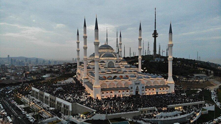 'Türkiye'nin en büyüğü' Büyük Çamlıca Camisi