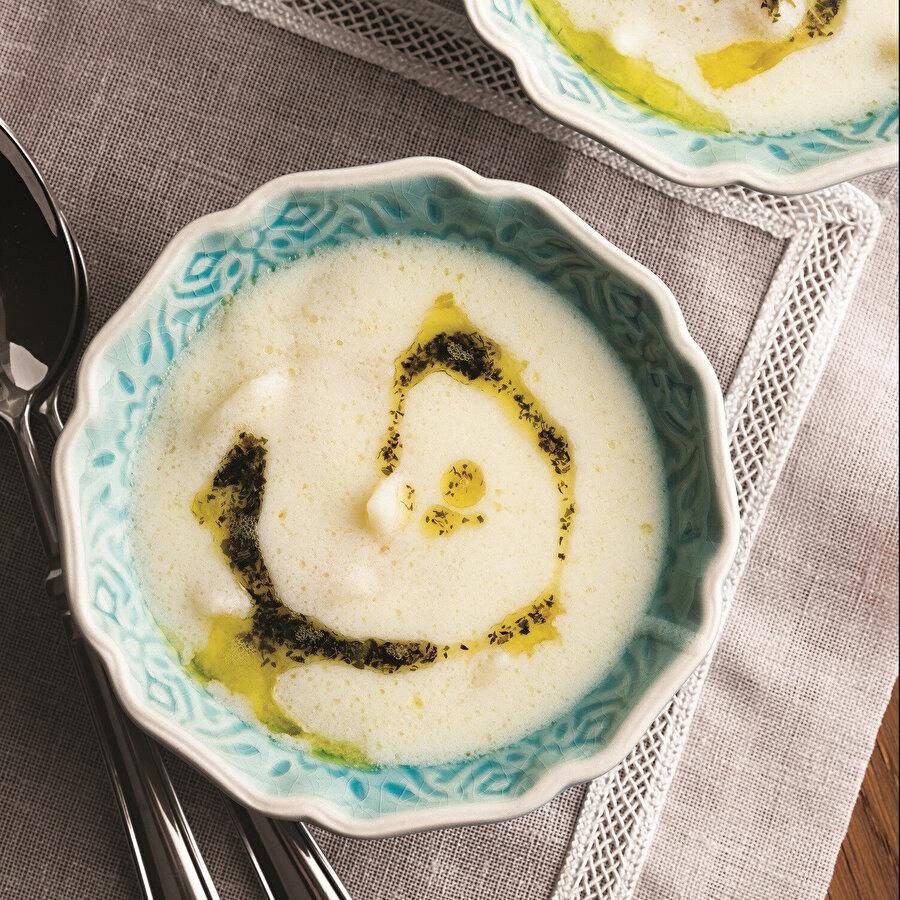 Ara Sıcak: Tavuk Suyuna Yoğurtlu Erişte Çorbası