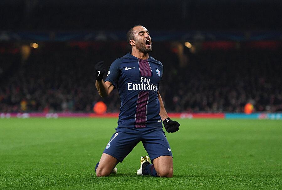 2013'ün Ocak ayında 40 milyon avro bonservis bedeliyle Paris Saint Germain'e transfer oldu ve Avrupa futboluna adım attı.