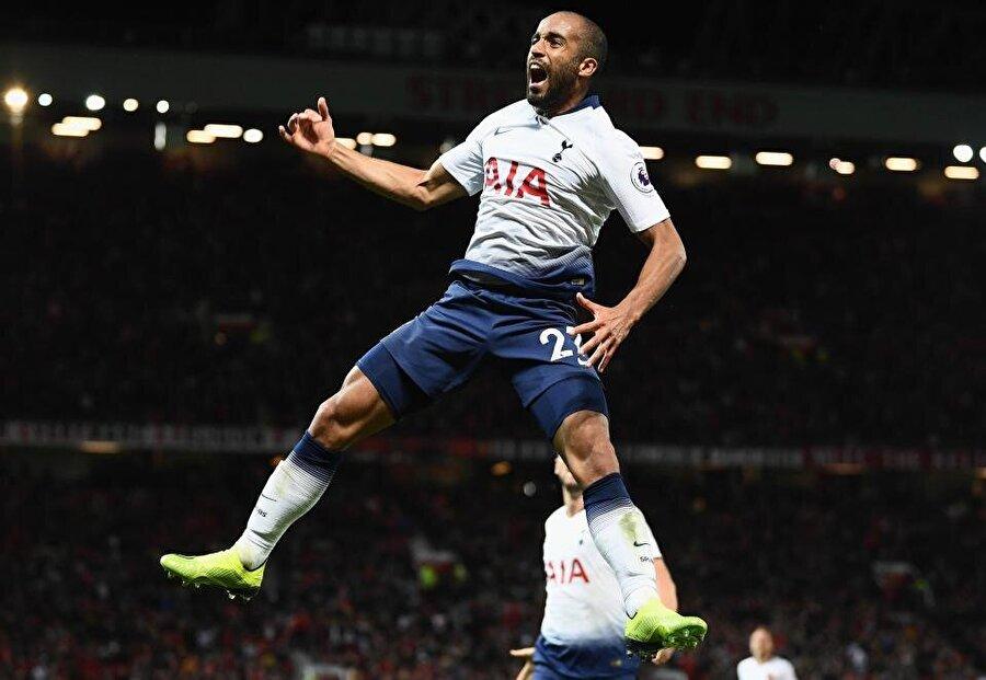 Brezilyalı oyuncu geçtiğimiz sezon yalnızca 11 maçta forma şansı bulsa da bu sezon başında kalitesini ortaya koymaya başladı ve formayı kaptı.