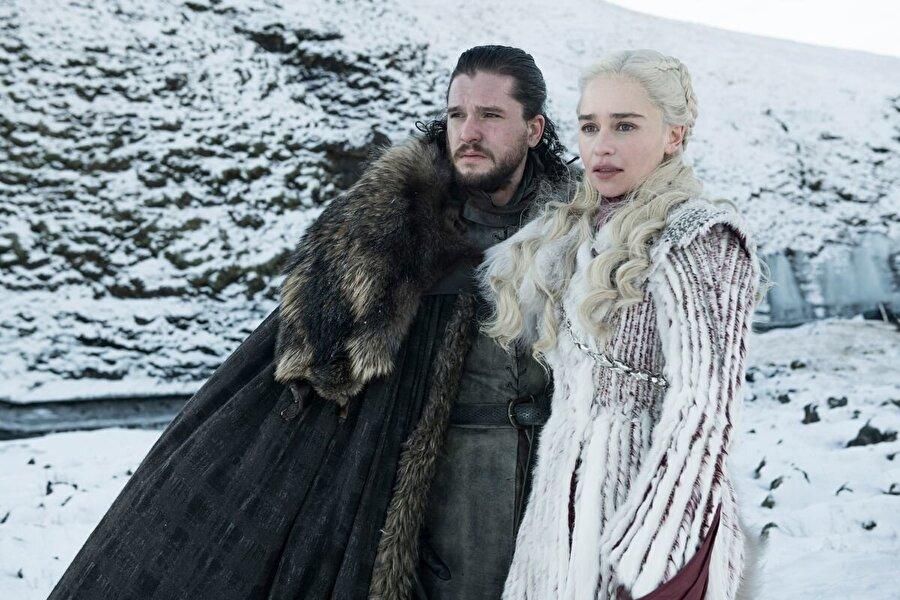 2. Daenerys, Jon Snow tarafından öldürülecek 