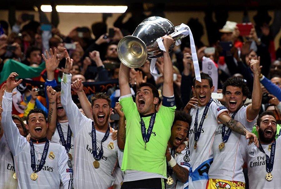 Eflatun beyazlılar, yine Casillas'ın kaleyi koruduğu dönemde 1999-2000, 2001-2002 ve 2013-2014'te Şampiyonlar Ligi'ni kazandı.