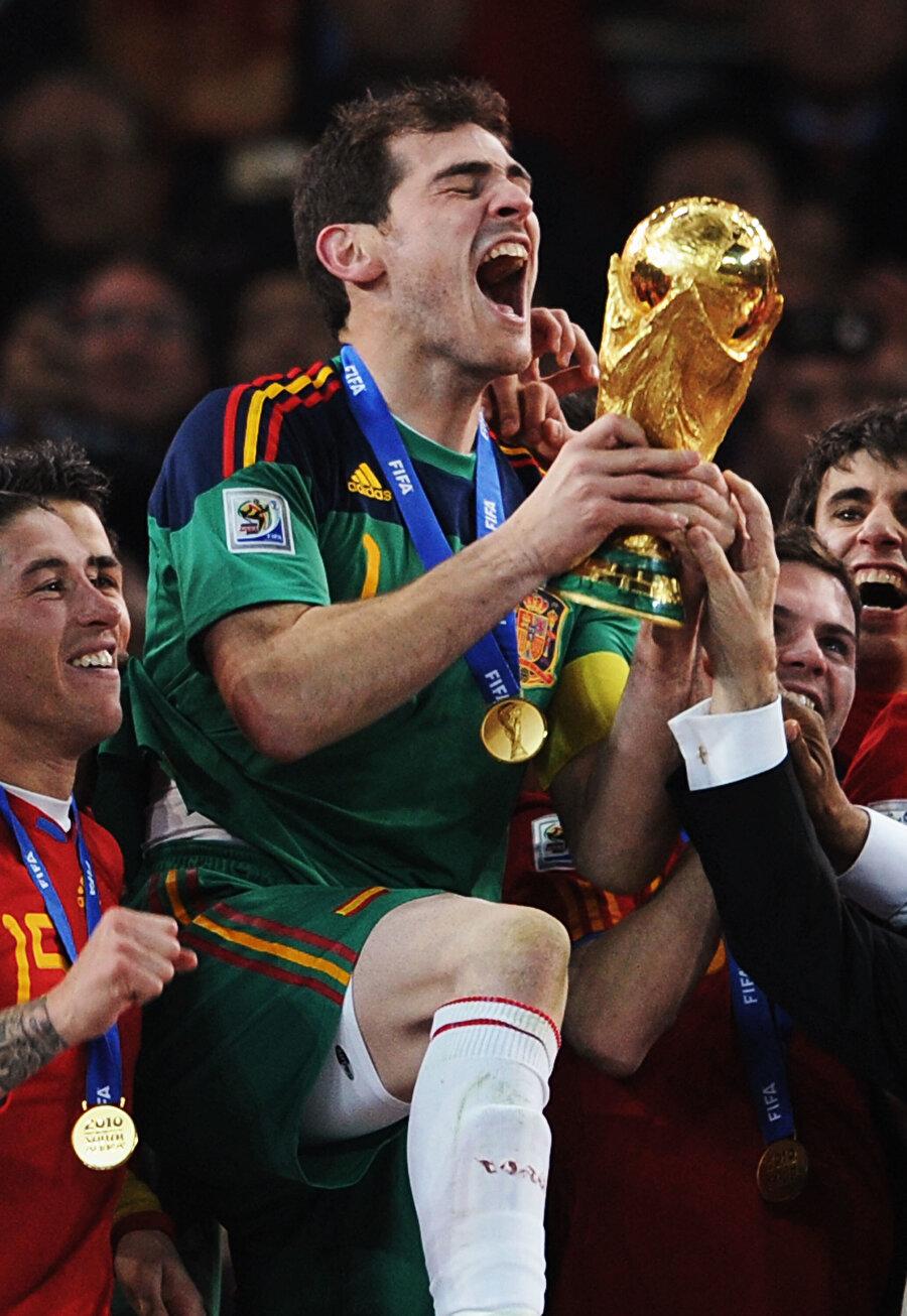 Casillas milli takım forması altında; 2010 Dünya Kupası ile 2008 ve 2012'de Avrupa Futbol Şampiyonluğu yaşadı.