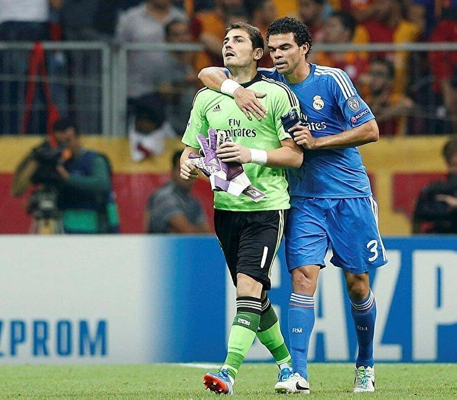 Real Madrid 2002 yılında Kıtalararası Kupa şampiyonluğunu yaşarken kalede Casillas vardı.