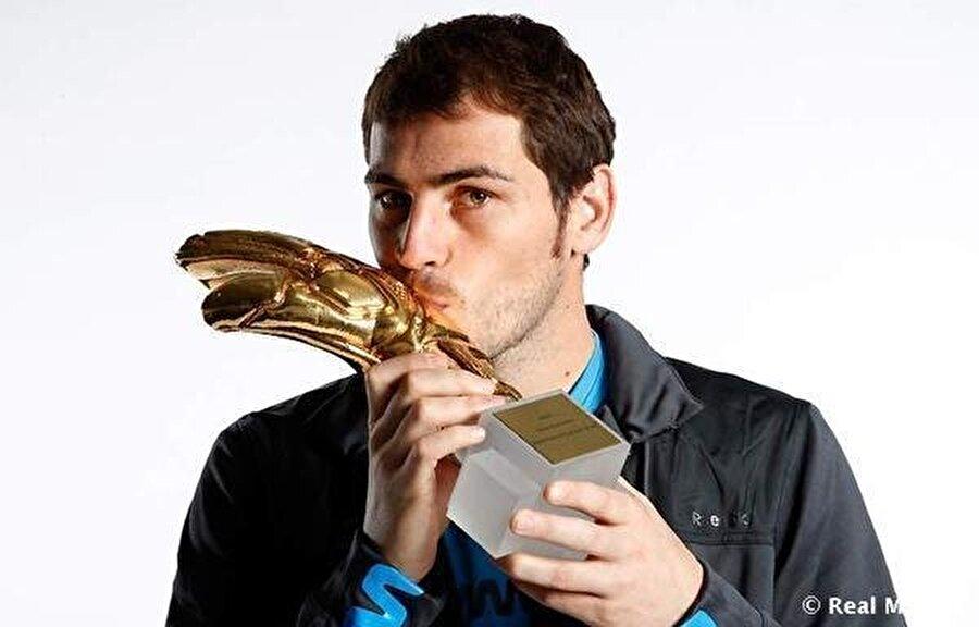 Casillas FIFA tarafından 2008, 2009, 2010 ve 2011 yıllarında en iyi kaleci unvanını aldı