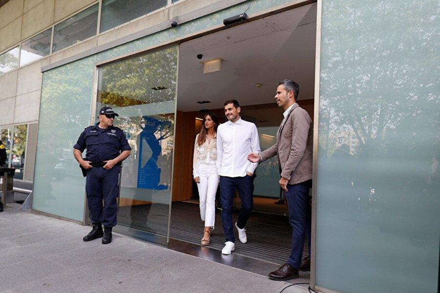 İspanyol file bekçisi, 11 Temmuz 2015'te Porto'ya imza attı. Kulübüyle 2020 yılına kadar sözleşmesi olan Casillas, geçirdiği kalp krizinin ardından futbolu bıraktı.