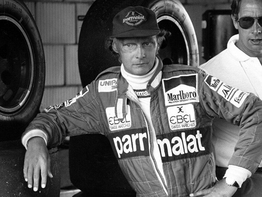 Almanya Grand Prix'inde kaza yaptı ve yanan aracında sıkıştı. Alev alan aracının içinde dakikalarca kaldı. Sonunda araçtan çıkartabildiler ancak vücudu ve yüzü yanmıştı.