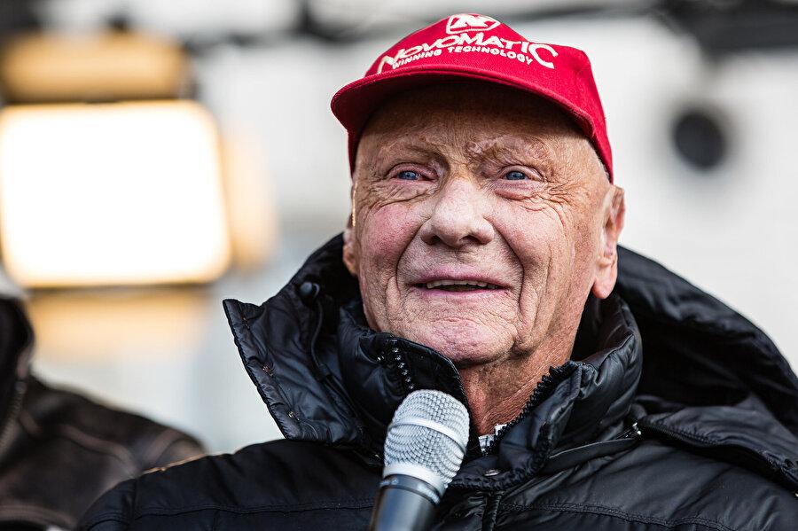 Sezonun son yarışı öncesi Niki Lauda çok az farkla öndeydi. O gün hava yağmurluydu. Özellikle yağmurlu bir hava onun için ölüm olabilirdi.
