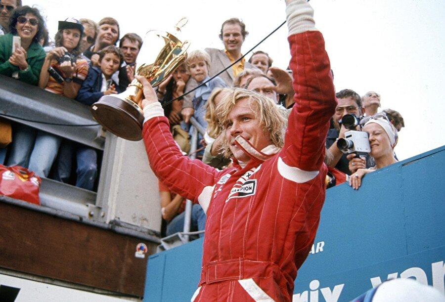 Yarış sonunda ise James Hunt 1 puanla şampiyon oldu.