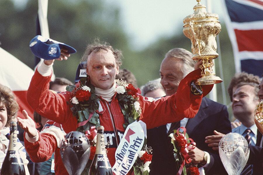 1979'de emekliye ayrıldı. 1982'de McLaren ile geri döndü ve tekrar emekli olduğu 1985'e kadar bir Dünya Şampiyonluğu daha elde etti ama bu kez McLaren'in koltuğundaydı...