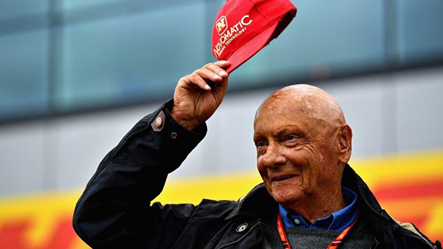 Böylece F1'in en başarılı iki markası Ferrari ve McLaren'le şampiyonluk yaşayan tek sürücü olarak tarihe geçti.