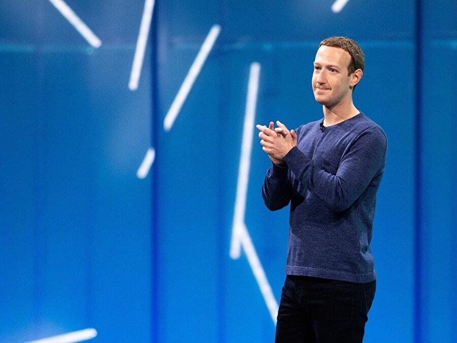 """Mark Zuckerberg                                      Facebook'un CEO'su Mark Zuckerberg'ün en sevdiği kitaplar arasında Daryl Collins tarafından kaleme alınan """"Yoksulların Portföyleri"""" yer alıyor. Kitap, az gelirle çalışan insanların nasıl geçinebildiklerini ve hayata tutunma pratiklerini detaylı bir biçimde anlatıyor."""