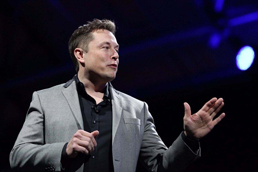 """Elon Musk                                      SpaceX'in kurucusu ve Tesla Motors ile PayPal'ın kurucu ortaklarından olan Elon Musk'ın okumayı en çok sevdiği kitap olan """"Benjamin Franklin: Bir Amerikan Hayatı"""", Walter Isaacson tarafından yazıldı."""