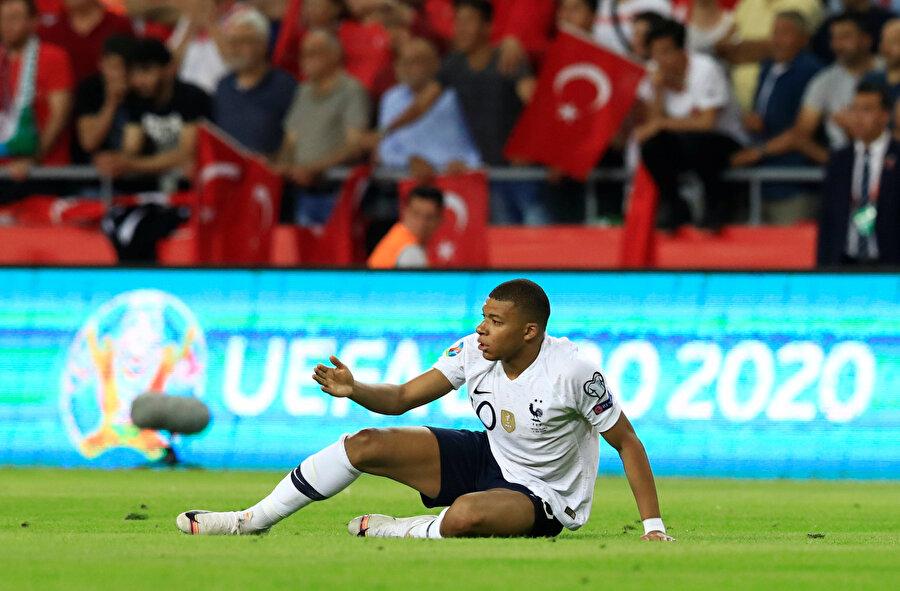 Maç boyunca 22 kez top kaybeden Kylian Mbappe, milli takım kariyerinde en çok top kaybettiği maçını oynadı.