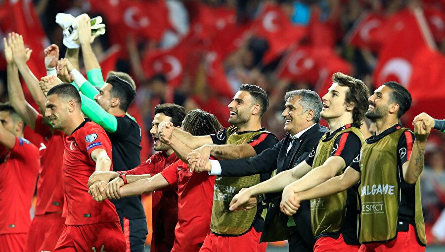Şenol Güneş döneminde iç sahada oynadığı dördüncü maçta 10. golünü atan Türkiye, Mircea Lucescu döneminde toplam 9 iç saha maçında 7 gol atabilmişti.