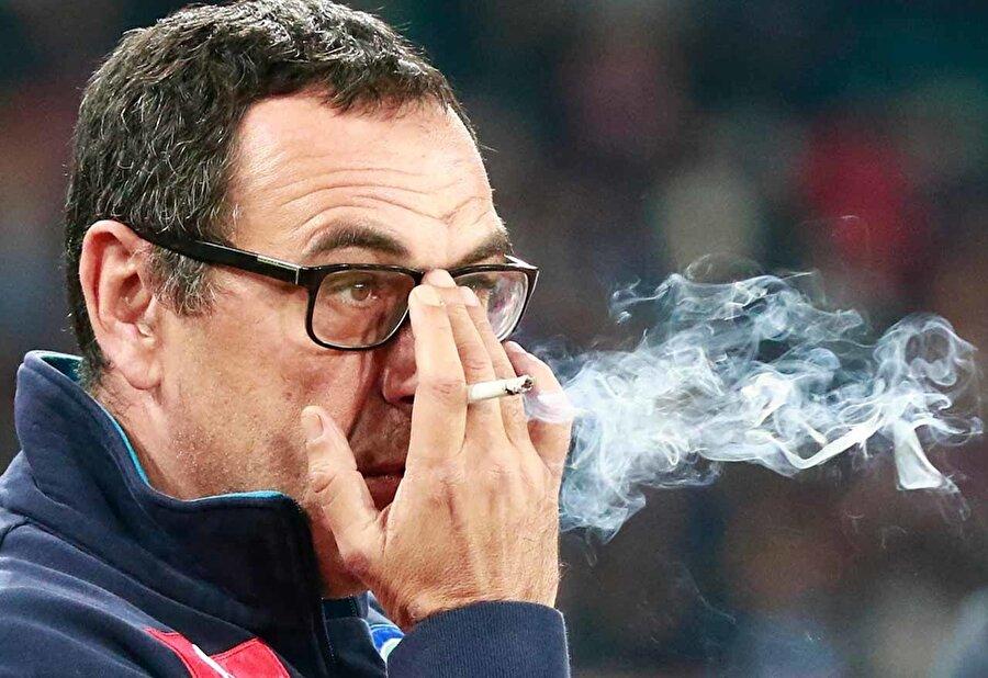 Teknik direktörlüğün tadını alan Sarri, vasat futbolculuk kariyerine bir süre daha devam etti ama aklı hep kulübede kaldı.