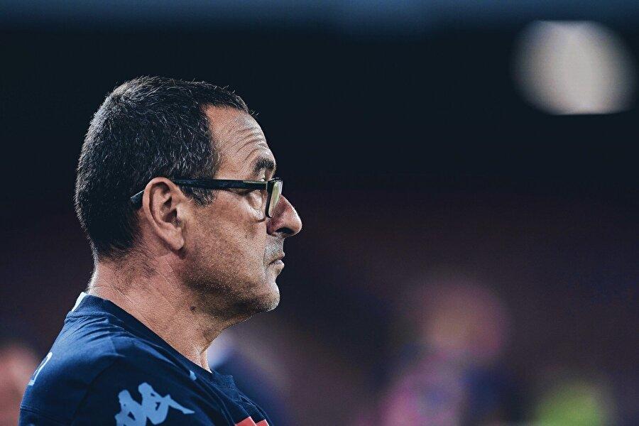 Gelecek sezon ise beklentileri karşılayamayan Benitez'in yerine Napoli koltuğuna geçerek Scugnizzi oldu.