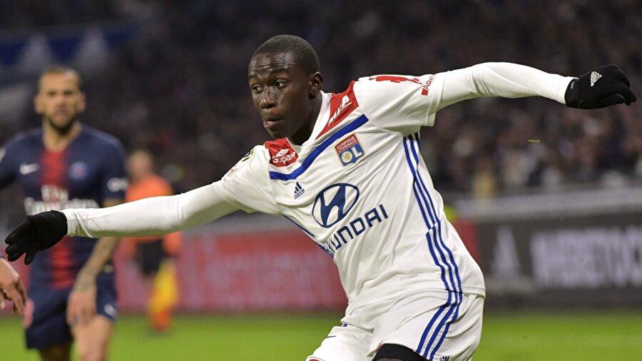 İlk olarak mahallesinin takımında forma giydi. Ardından futbolcu fabrikası Le Havre'a transfer oldu.