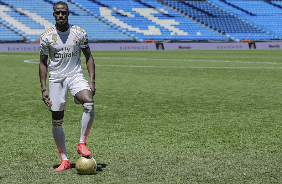 2019'da ise 48 milyon avro karşılığında Real Madrid'e transfer oldu.