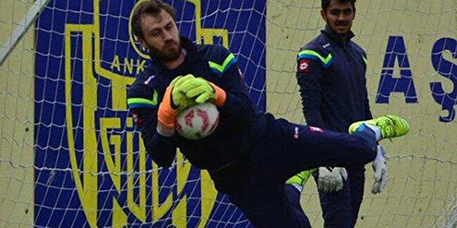 Kariyeri açısından en büyük şansı olarak MKE Ankaragücü'nün 31 yaşındaki Korcan Çelikay'ı görüyor.