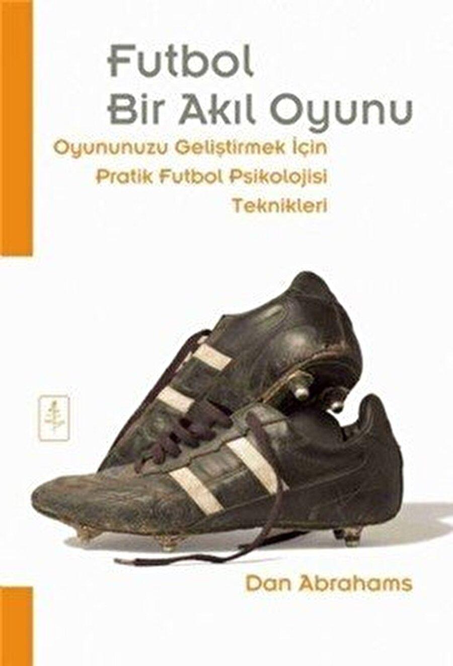 Kişisel gelişim kitaplarını ve futbol konulu kitapları seviyor.