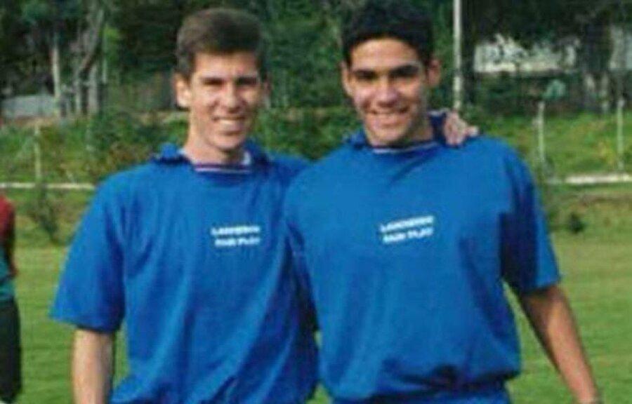 13 yaşında Kolombiya 2. Lig takımı Lanceros Boyaca ile ilk kontratını imzaladı. 28 Ağustos 1999'da, henüz 13 yaş 199 günlük iken ilk profesyonel maçına çıktı.