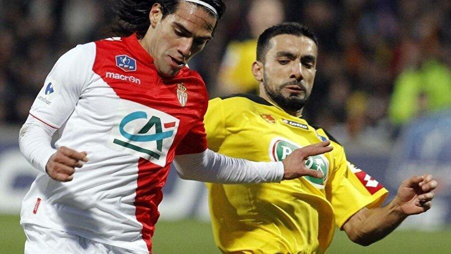 Monaco'nun Monts d'Or Azergues ile oynadığı kupa maçında aldığı sert darbe sonrası 2014 Dünya Kupası'nı kaçırdı. Radamel Falcao'yu kupa maçında sakatlayan oyuncu Soner Ertek'ti. Ertek, Kolombiyalılar'dan ölüm tehditleri aldığını açıklamıştı.