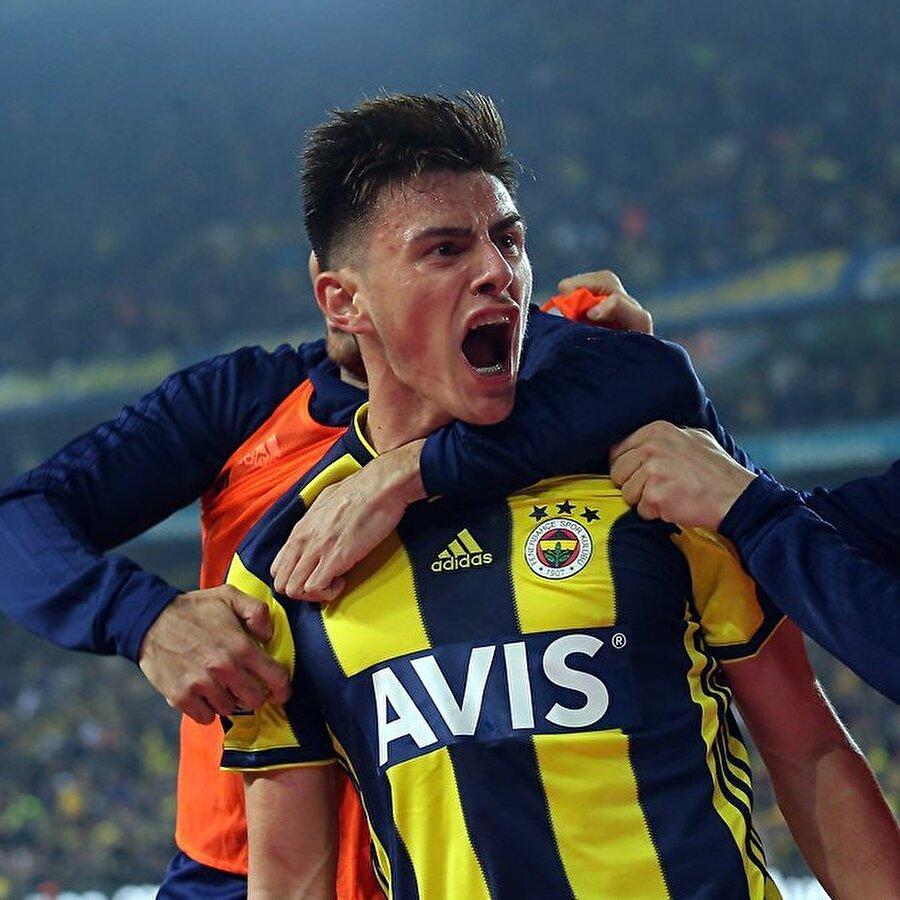 """PSG scoutları geçen ağustos ayında Fenerbahçe kulübünden yetkilileri arayarak, """"Eljif'i gerçekten transfer ettiniz mi?"""" diye sorma ihtiyacı bile hissetti."""
