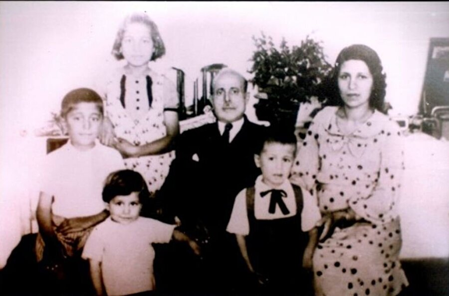 Cengiz Topel nerede doğdu?                                      Trabzonlu Tütün eksperi Hakkı Topel ile Mebuse Topel'in oğlu Cengiz Topel, babasının görev yaptığı Kocaeli'nin İzmit ilçesinde 2 Eylül 1934'te dünyaya geldi.