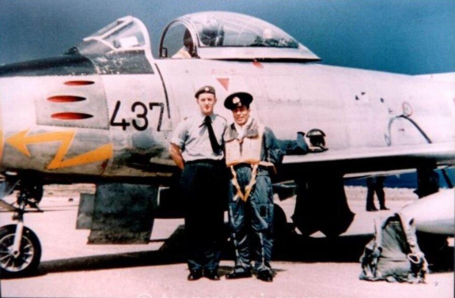 Kanada'da uçuş eğitimi gördü                                      Küçük yaşlardan beri havacılığa olan merakı sonucu hava sınıfına giren ve pilotaj eğitimi için Kanada'ya gönderilen Topel, buradaki eğitimini başarıyla tamamlayarak 1957'de yurda döndü ve Merzifon 5'inci Ana Jet Üs Komutanlığında göreve başladı. Topel, 1961'de Eskişehir 1. Hava Ana Jet Üssü'ne atandı ve 1963'te yüzbaşılığa terfi etti.