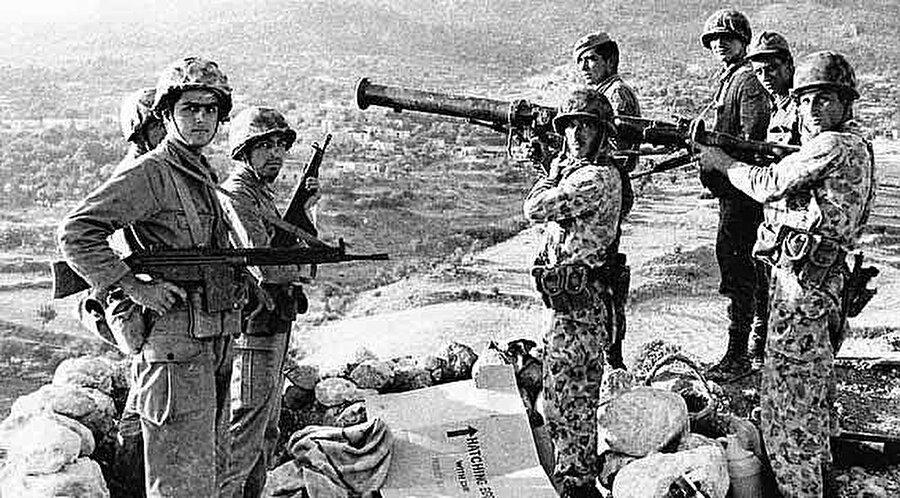 Erenköy'de, 18'i 1964'te, 3'ü de 1974'te olmak üzere 21 kahramanımız şehit düştü.