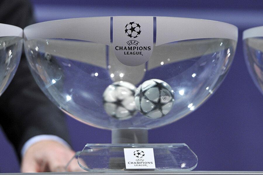1. torbada UEFA kulüp katsayısında ilk 6'de yer alan ülkelerin şampiyonları ve UEFA Şampiyonlar Ligi ile Avrupa Ligi şampiyonu bulunuyor.