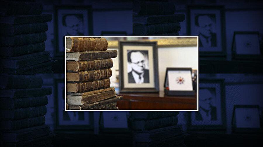 Cemil Meriç'in Osmanlıca eserleri 'Cumhurbaşkanlığı Kütüphanesine' bağışlandı Yazar, çevirmen ve düşünür Cemil Meriç'in kütüphanesinde bulunan 300 Osmanlıca eser, Cumhurbaşkanlığı Kütüphanesine bağışlandı. Babasının kütüphaneye bağışlanan kitaplarıyla ilgili açıklama yapan Prof. Dr. Ümit Meriç, ''Türk ve İslam medeniyetiyle ilgili dünyada ne kadar kitap varsa bunun merkezinin, beyninin Cumhurbaşkanlığı Külliyesindeki kütüphane olması gerektiği kanaatindeyim'' dedi. Cumhurbaşkanlığı Kütüphanesinde 5 milyona yakın kitap yer alacak.