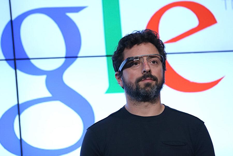 2012 yılında 'giyilebilir teknoloji' denilebilecek Google Glass duyuruldu. Umduğunu bulamadı ve rafa kaldırıldı.