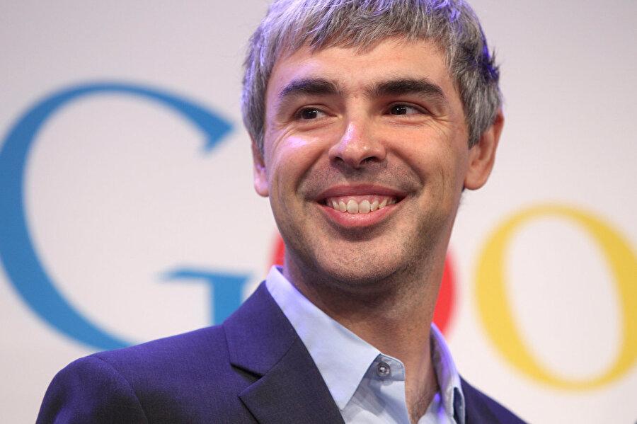 Brin, Page ve Schmidt, Google'ı bir ana şirket olan Alphabet çatısı altında topladı. Larry Page, Alphabet'in CEO'su oldu.
