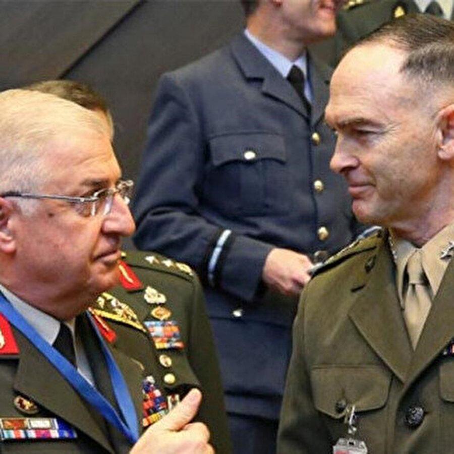 Genelkurmay Başkanı Güler ABD'li mevkidaşı ile görüştü Genelkurmay Başkanı Yaşar Güler, ABD'li mevkidaşı Joseph Dunford ile görüştü. Görüşmenin gündeminde Suriye'de oluşturulacak Güvenli Bölge vardı.