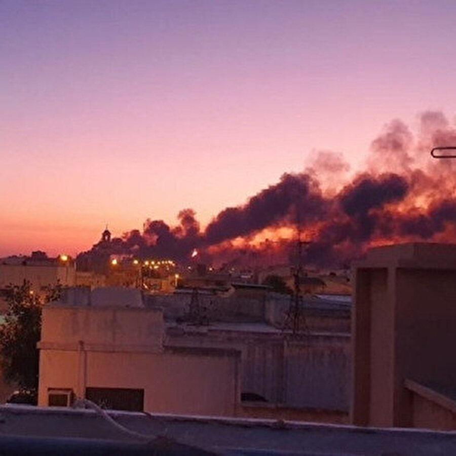 Suudi Arabistan'da petrol üretimi geçici olarak durduruldu Suudi Arabistan, petrol şirketi Saudi Aramco'ya ait 2 tesise silahlı insansız hava aracıyla (SİHA) saldırı düzenlendiğini, saldırı sonrası çıkan yangınların kontrol altına alındığını duyurmuştu. Suudi Arabistan Enerji Bakanı Prens Abdulaziz bin Selman, saldırı nedeniyle petrol üretiminin geçici olarak durdurulduğunu duyurdu.