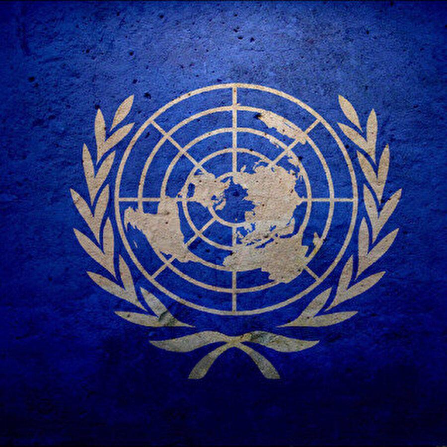 Suriye Anayasa Komitesi oluşturuldu Birleşmiş Milletler Genel Sekreteri Antonio Guterres, Suriye anayasa komitesinin oluşturulduğunu açıkladı. Guterres, ilerleyen haftalarda komitenin Cenevre'de toplanacağını söyledi.