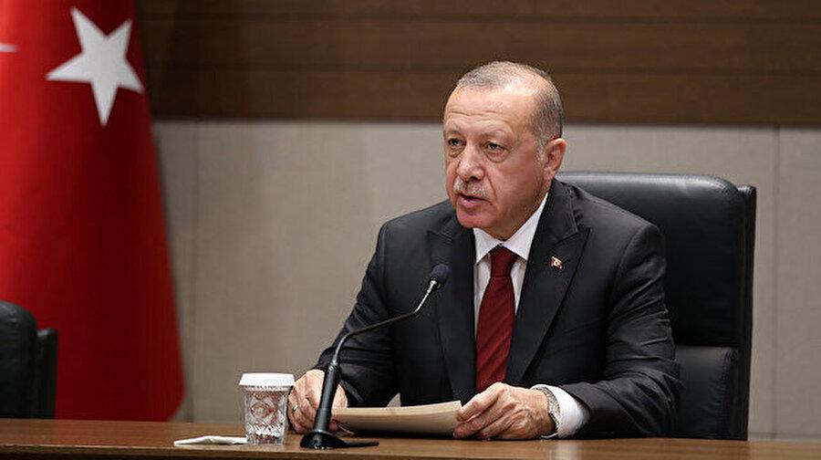"""Cumhurbaşkanı Erdoğan, İstanbul'daki depremde yaralı sayısını açıkladı Cumhurbaşkanı Erdoğan, ABD ziyareti dönüşünde İstanbul'daki depreme ilişkin bilgi verdi. Erdoğan, """"8 kadar yaralanma olayı söz konusu. Binalarda bazı yerlerde hafif hasarlar var. Yüreğimizi yakacak bir haber şükür şu an almadık"""" dedi."""