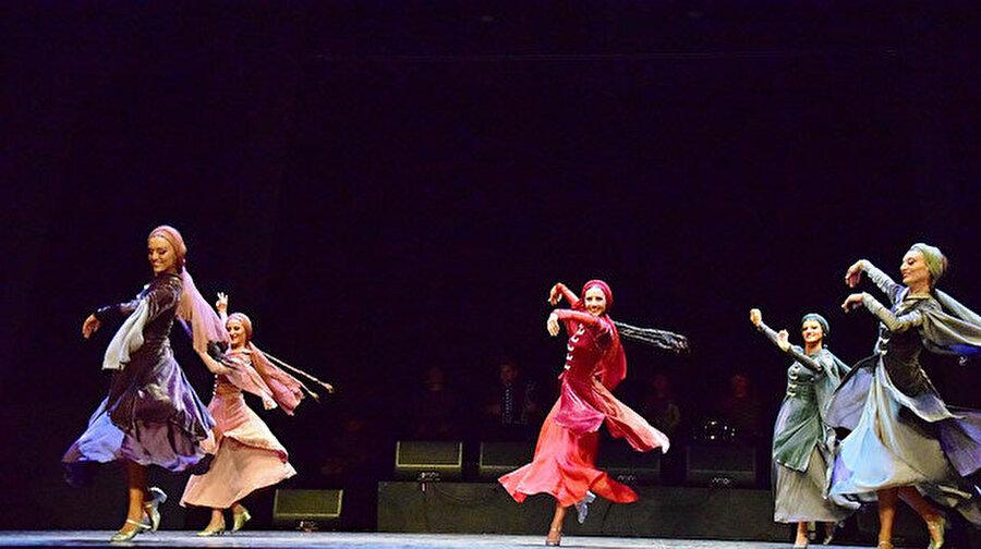 Opera ve bale festivalleri 30 bin seyirciye ulaştı Devlet Opera ve Balesi yaz döneminde uluslararası alanda düzenlenen festivallerle 30 bin seyirciye ulaştı. Efes, İstanbul, Bodrum ve Aspendos'da düzenlenen opera ve bale festivalleri sayesinde geçen yıla oranla yüzde 17'lik bir artış gerçekleşti.