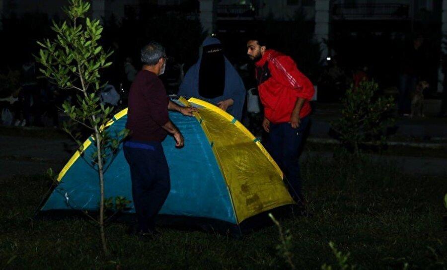 İstanbullular çadır kurarak park ve bahçelerde uyudular.