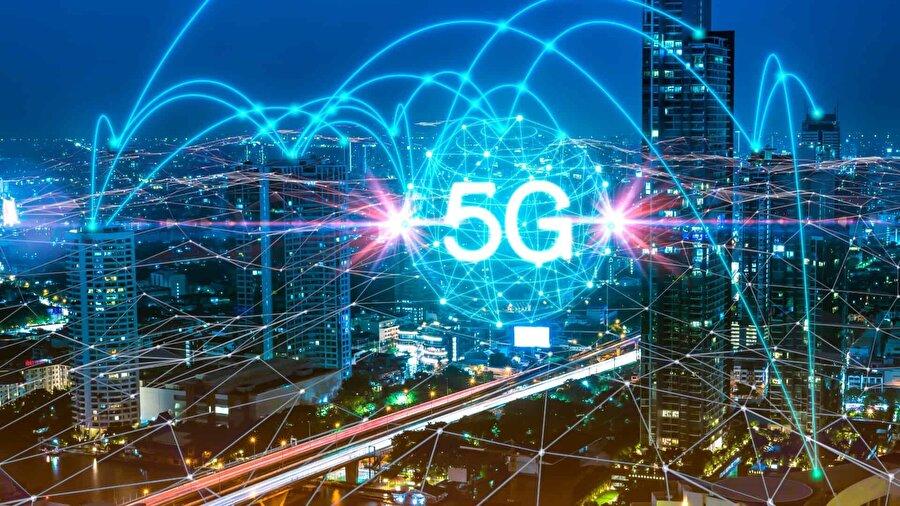 5G ağları daha yüksek hız ve bir dizi yeni güvenlik açığı getirebilir 5G, daha fazla cihazı desteklemek için hem bant genişliği hem de daha hızlı kablosuz internet vadediyor. Yeni nesil kablosuz ağ olarak ortaya çıkan bu teknoloji, korsanların ağı kullanan sistemleri hedef alma konusunda yeni yıllar açabilir. Yani en azından güvenlik uzmanlarının görüşü bu yönde. Güvenlik Bulvarı'na göre hızın artması, 5G cihazlarının DDoS saldırına karşı daha hassas hale getirebilir ve bu da kurbanların sunucularını trafiğe boğmak anlamına gelebilir.