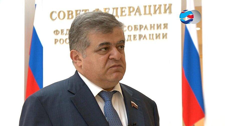 Rusya                                                                            Rus devletine bağlı haber ajansı RIA Novosti, parlamentonun üst kademesinin dışişleri komitesinin ilk başkan yardımcısı olan Vladimir Dzhabarov'un açıklamalarına yer verdi. Haber ajansına göre Dzhabarov, Rusya'nın Türkiye ve Suriye arasındaki çatışmaya dahil olmayacağını söyledi. Dzhabarov, Rusya'nın Suriye'de başka nedenlerle bulunduğunu aktardı.
