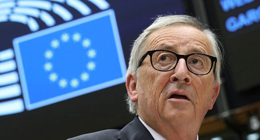 Avrupa Birliği                                       Avrupa Parlamentosu'nda konuşan Avrupa Komisyonu Başkanı Jean Claude Juncker, Ankara'ya itidalli davranma ve Barış Pınarı Harekatını durdurma çağrısı yaptı.Avrupa Birliği (AB) üyesi 28 ülke tarafından yayınlanan yazılı açıklamada, Türkiye'nin Suriye'nin kuzeyinde yürüttüğü operasyona son verilmesi çağrısında bulunuldu. Avrupa Birliği (AB) ülkeleri, Türkiye'nin Suriye'nin kuzeyinde sığınmacılar için güvenli bölge oluşturma planlarını reddederek, bununla ilgili bir maddi yardımda bulunmayacaklarını vurguladı.