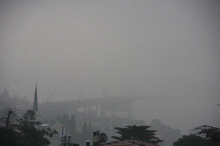 İstanbul Boğazı'nı sis kapladı