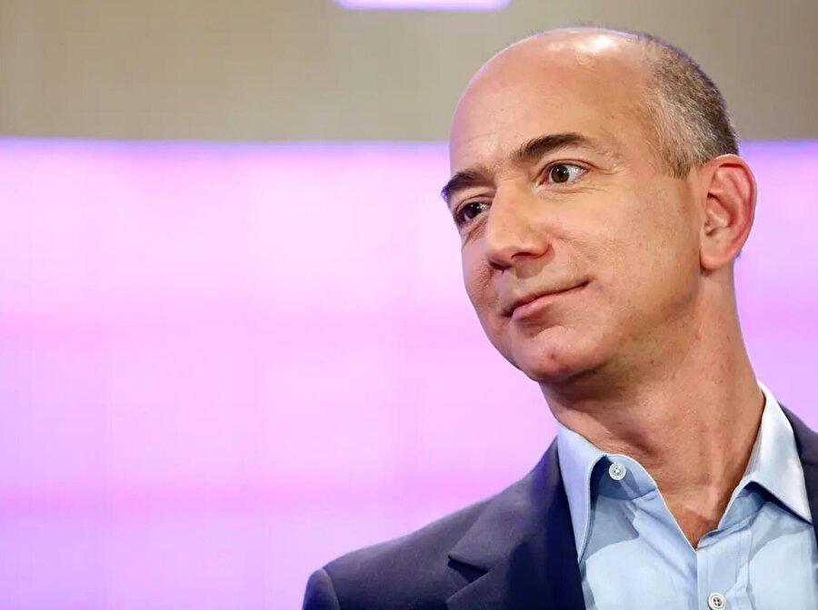 Bezos yıllar önce saçlarını tamamen kesmek yerine doğal bırakıyordu. Bu görünümün onun ikonik tarzını yansıttığını düşünüyordu.