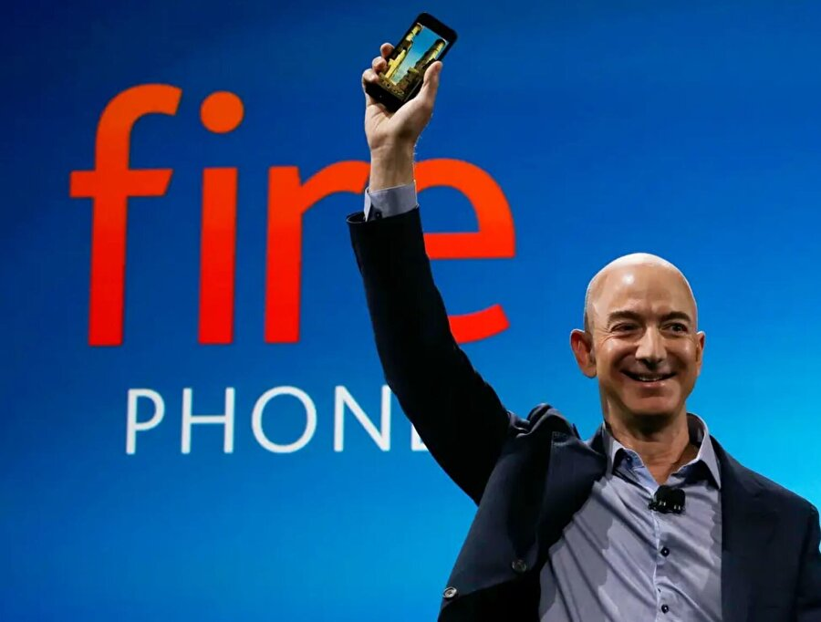 2014, Amazon'un ilk ve sonuncu akıllı telefonunu piyasaya sürmek için çalıştığı yıldı. Bezos'u bu yıllardaki serveti ise 30.5 milyar dolar civarında idi.