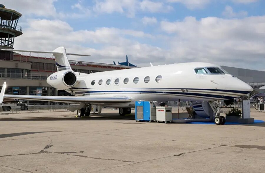 Bezos, 2015'te sekiz kişi kapasiteli özel bir jet için 65 milyon dolar harcadı.