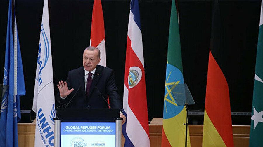 """Cumhurbaşkanı Erdoğan: Libya mutabakatı ile Sevr'i ters köşe ettik Cumhurbaşkanı Erdoğan, Cenevre'de gazetecilerin sorularını cevaplayarak gündeme ilişkin değerlendirmeler yaptı. Erdoğan, Libya ile yapılan mutabakatla ilgili, """"Bu adımlar Sevr'in ters köşe edilmesidir. Bu kadar önemli"""" dedi."""